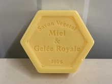 Honingzeep-met-koninginnebrij-&-mango-(100gr)